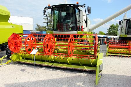 cosechadora: Cosechadoras en exhibici�n en la exposici�n agr�cola