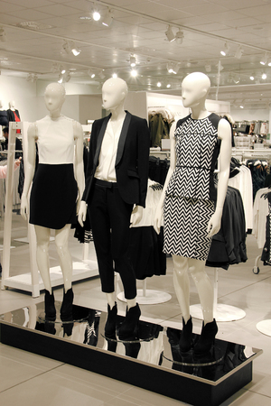 Shopping store with mannequins dressed in business clothes Foto de archivo