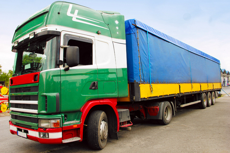 Cargo truck klaar voor transport