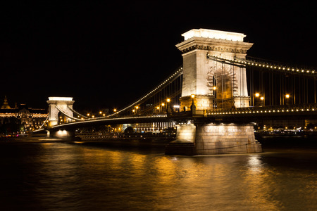 Famous Chain bridge in Budapest, Hungary, at night Stok Fotoğraf