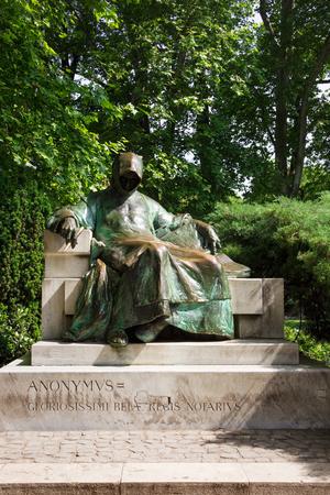 Anonymus standbeeld in City Park in Boedapest, Hongarije