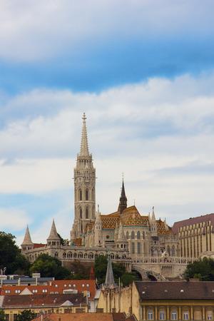 Uitzicht op de Matthias Kerk en de Buda kant van Boedapest, Hongarije