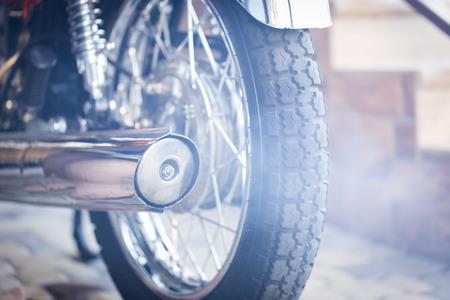 motoruitlaat, verchroomde uitlaat op een motorfiets Stockfoto