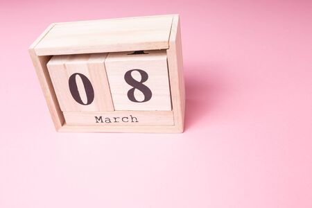 Womens day March 8th. Wooden calendar on a pink background close-up. March 8. Zdjęcie Seryjne