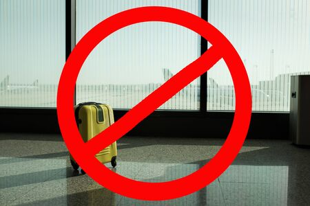 Flight ban. Baggage bag at the airport. Prohibition sign. Cancellation of flights due to kronovirus. Zdjęcie Seryjne