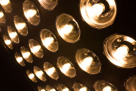 Vintage incandescent bulbs in retro style. Many lights in the form of a spotlight. 免版税图像