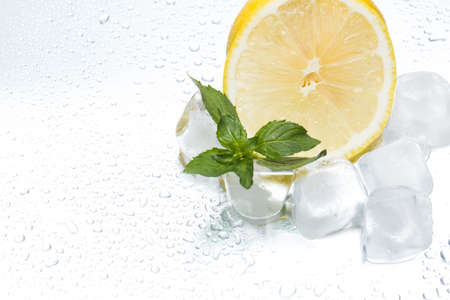 Lemon ring with ice and mint on a silvery background closeup Stockfoto
