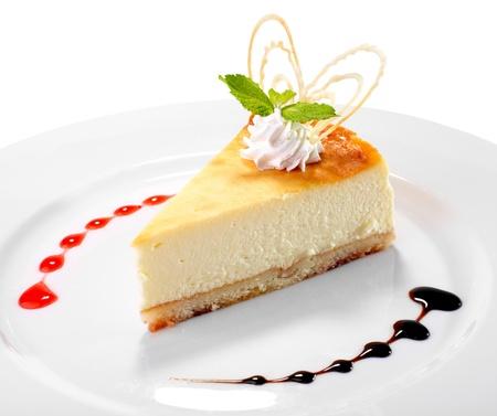 cheesecake op de plaat op witte achtergrond Stockfoto