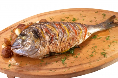 Grilled fish with lemon, tomato and potato
