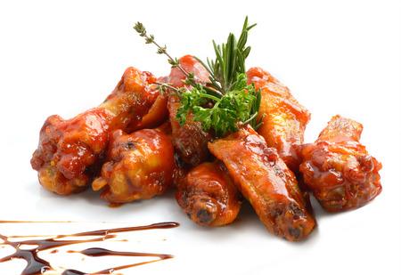alitas de pollo: Alitas de pollo con salsa barbacoa Foto de archivo