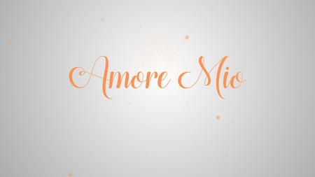 Amore Mio napis na projekt kartki z życzeniami. Świąteczna dekoracja. Szablon zaproszenia. Pomarańczowy napis na jasnym białym tle i tym samym iskierki.