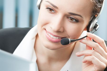 phone operator: Support phone operator in headset with computer at workplace