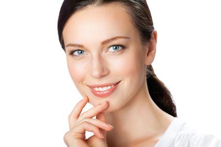 dentudo: Retrato de empresaria sonriente, aislada en blanco  Foto de archivo