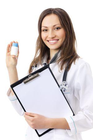 medicament: Mujer m�dico o enfermera con medicamentos y portapapeles, aislados en blanco