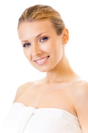 Jonge vrouw in hand doek terry, geïsoleerd op wit Stockfoto