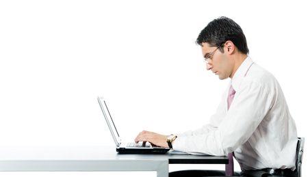 superficie: Exitoso empresario sonriente feliz trabajando con el ordenador port�til en lugar de trabajo, aislado sobre fondo blanco. Para proporcionar la m�xima calidad, he hecho esta imagen por combinaci�n de dos fotos.  Foto de archivo