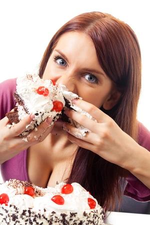 Jeune femme gloutonnerie affamée manger pie, isolé sur fond blanc