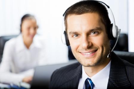 hotline: Twee support telefoon exploitanten op de werk plek
