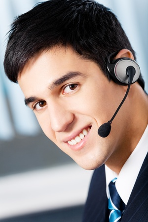 helpdesk: Support phone operator in headset at workplace Stock Photo