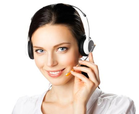 白い背景で隔離のヘッドセットで幸せの笑みを浮かべてサポート電話オペレーターの肖像画