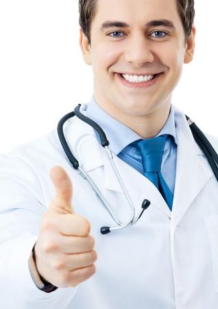 buena salud: Feliz m�dico sonriente con pulgares arriba gesto, aislados en fondo blanco