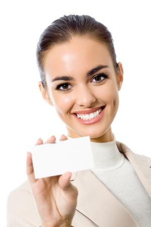 invitando: Feliz empresaria sonriente con tarjetas en blanco, aislados en antecedentes blanco Foto de archivo