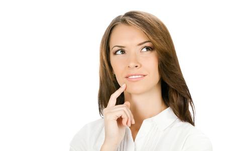mujeres pensando: Feliz pensamiento alegre sonriente o planificaci�n joven empresaria, aislada sobre fondo blanco