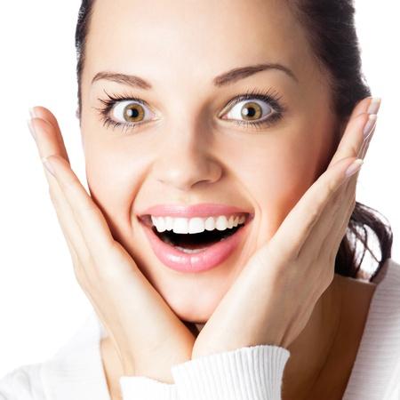 cara sorprendida: Retrato de muy alegre sonriente a joven gesticular, aisladas sobre fondo blanco