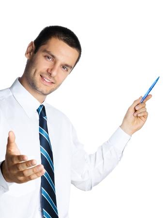 教師: 幸福微笑的年輕商人,顯示空白區域的標誌或copyspase,孤立在白色背景