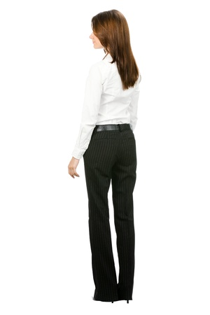 cuerpo entero: Todo el cuerpo de la joven empresaria mirando algo, desde la parte trasera, aislada sobre fondo blanco Foto de archivo
