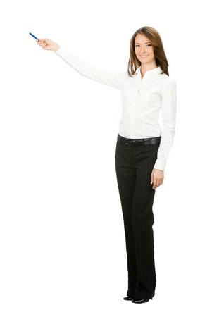 leraar: Full body portret van gelukkig lachende mooie jonge vrolijke zaken Woma iets laten zien, op een witte achtergrond