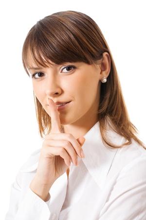 guardar silencio: Retrato de joven mujer de negocios manteniendo el dedo en los labios y pidiendo a guardar silencio, aislado sobre fondo blanco