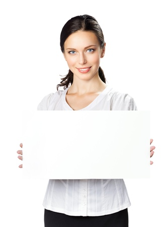 signboards: Feliz sonriente mujer hermosa empresa joven mostrando cartel en blanco, aisladas sobre fondo blanco