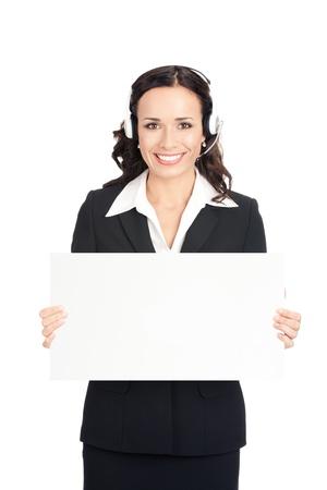 superficie: Feliz sonriente apoyar a los j�venes al cliente el operador de telefon�a en el auricular que muestra letrero en blanco, sobre fondo blanco Foto de archivo