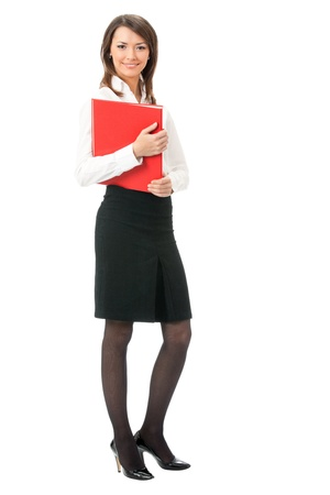 mujer cuerpo completo: Retrato de cuerpo entero de la mujer feliz de negocios sonriente con carpeta roja, aisladas sobre fondo blanco