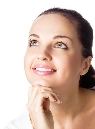 kobiet: Portret szczęśliwy uśmiechnięty radosnego myślenia lub planuje młodej kobiety, odizolowane na białym tle