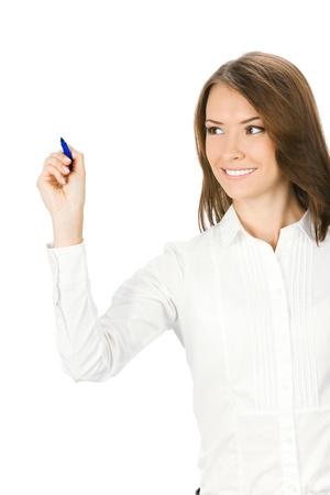 schreiben: Gl�cklich l�chelnd fr�hliche junge Frau zum Schreiben oder Zeichnen etwas auf dem Bildschirm mit blauer Markierung, isoliert auf wei�em Hintergrund