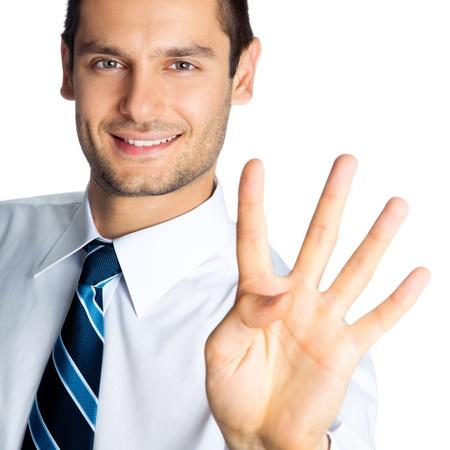 1 person: Retrato de hombre de negocios sonriente feliz que muestra cuatro dedos aislados sobre fondo blanco
