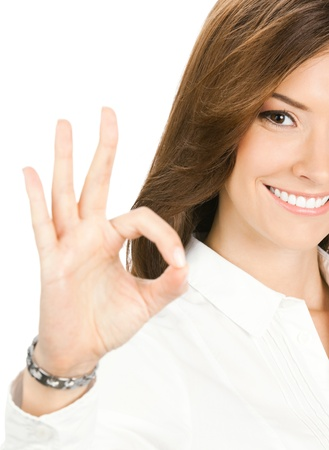 deacuerdo: Alegre feliz mujer de negocios joven sonriente con gesto bien, aislada sobre fondo blanco Foto de archivo