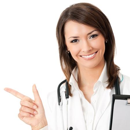 Glücklich lächelnde junge schönen weiblichen Arzt zeigt leere Fläche für Zeichen oder copyspace, isoliert auf weißem Hintergrund Standard-Bild - 21232600