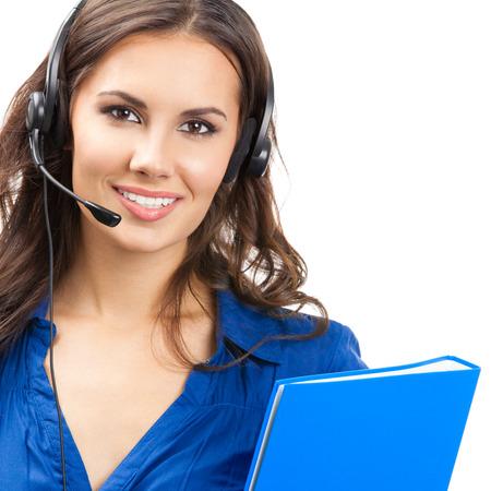 Portrait de happy belle jeune opérateur de téléphone de soutien gai sourire dans le casque avec dossier bleu