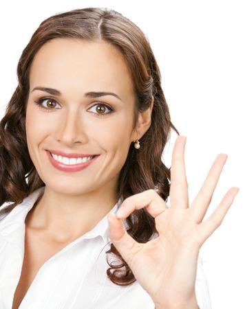 Bonne femme d'affaires souriant avec le bon geste Banque d'images