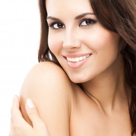 Portrait de sourire heureux belle jeune femme de toucher la peau ou l'application de la crème, isolé sur fond blanc Banque d'images