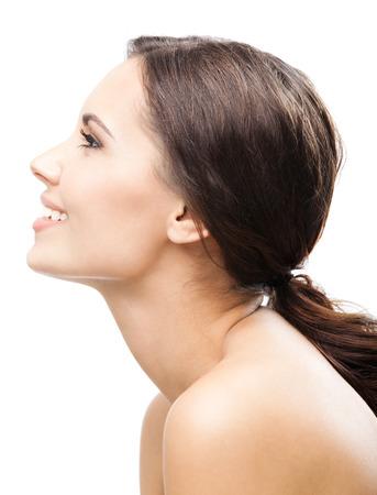 Profil Seite Portrait der schönen jungen Frau glücklich lächelnd, isoliert auf weißem Hintergrund