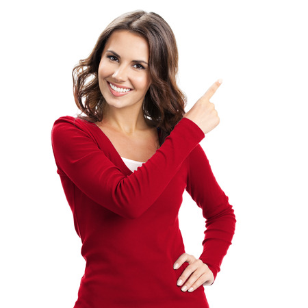 persona feliz: Retrato de alegre que muestra el copyspace mujer joven, imaginario visual o algo, o pulsando el botón virual, aislado más de fondo blanco