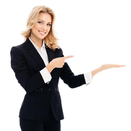 Porträt von glücklich lächelnde junge fröhliche Geschäftsfrau, etwas oder leere copyspace Bereich für Slogan oder SMS, vor weißem Hintergrund Standard-Bild - 53604503