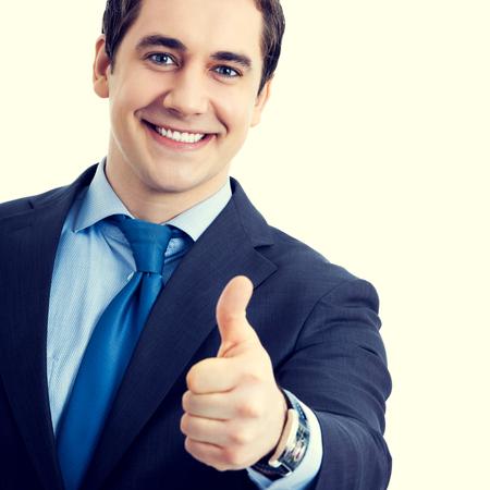 hombres maduros: la sonrisa de negocios mayor feliz con los pulgares arriba gesto. El éxito en el concepto de negocio. Foto de archivo