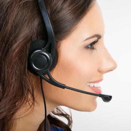 visage profil: Vue de profil de l'opérateur de téléphone souriant souriant heureux ou des femmes d'affaires dans un casque d'écoute Banque d'images