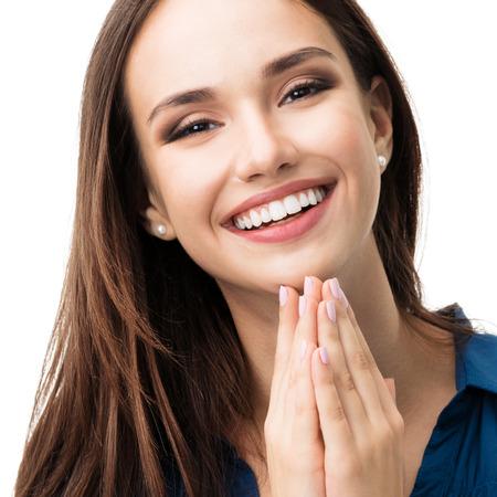 Portrait de gestes sourire heureux jeune femme dans des vêtements bleu chic et décontracté, isolé sur fond blanc