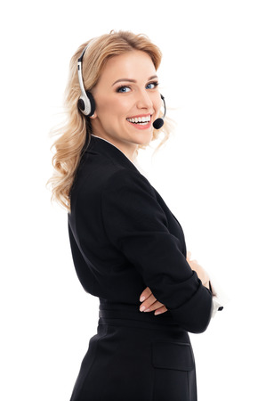 コール センター。笑顔若いは、白い背景で隔離のヘッドセットで電話オペレーターをサポートします。顧客サービスの白人ブロンド モデルを助ける